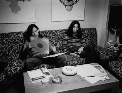 1971年10月。鋤田事務所の細野晴臣と鈴木茂。(c) mike nogami